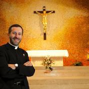 L'abbé Grosjean, le prêtre qui veut réveiller les catholiques