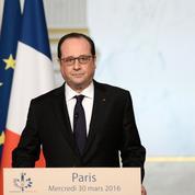 Hollande bat en retraite sur la révision de la Constitution