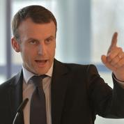Emmanuel Macron: du porte-drapeau au porte-à-porte