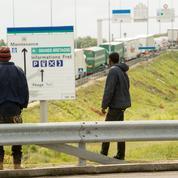 Calais : un groupe de migrants moleste deux automobilistes sur une aire d'autoroute