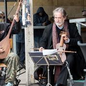 Le chef d'orchestre Jordi Savall, musicien dans la «jungle» de Calais