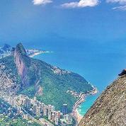 Rio de Janeiro: quand les touristes prennent des risques au sommet d'une montagne
