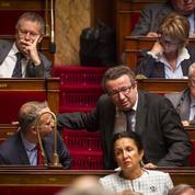 Les députés PS brocardent Macron, «celui qui rêve trop tôt d'être roi»