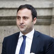 «Être drôle» et jouer les «de Gaulle de gauche» : les conseils d'un député PS à Hollande