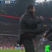 Le geste surréaliste de Diego Simeone qui frappe le délégué de l'Atlético Madrid