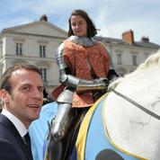 Emmanuel Macron se pose en présidentiable à Orléans