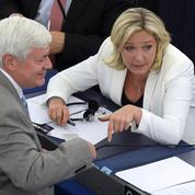 Marine Le Pen choisit la voie de l'apaisement avec Bruno Gollnisch