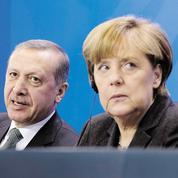 En Allemagne, Merkel accusée d'exposer l'UE à un chantage turc