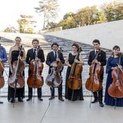 Le violoncelle français tient la corde