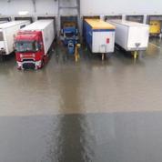 Les inondations perturbent les livraisons Amazon en France