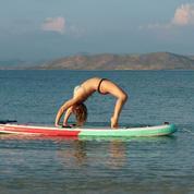 À Carnac, pause yoga sur paddle