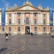 Euro 2016: huit bâches décrochées du Capitole de Toulouse