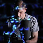 Simon McBurney, entre imagination et exploration