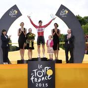 Un couple va se marier sur le podium d'une étape du Tour de France