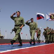Face à l'Otan, la Russie réarme et se pose en victime