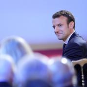 À l'approche de son premier meeting, Macron redivise le gouvernement