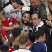 En vidéo : François Hollande pousse Noël Le Graët sur le but de Griezmann