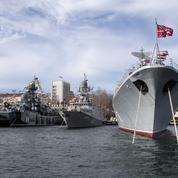 Moscou exhibe sa flotte dans la rade de Sébastopol