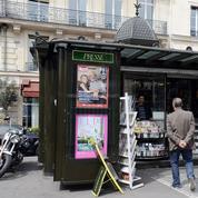 Bataille des Anciens et des Modernes autour des kiosques parisiens