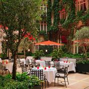 L'enchantement de La Cour Jardin du Plaza Athénée à Paris