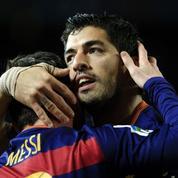 Ils tentent un penalty à deux comme Messi et Suarez mais se ratent