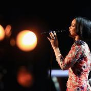 Rihanna rend une nouvelle fois hommage aux victimes des attentats