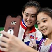 Un selfie symbolique d'une athlète sud-coréenne avec une athlète nord-coréenne