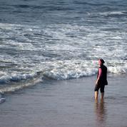 À Alger, le burkini est interdit à la piscine publique des Sablettes