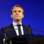Macron lâche Hollande et marche vers 2017