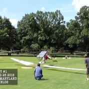 Un hélicoptère décolle à l'énergie solaire