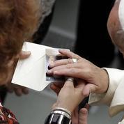 Attentat de Nice: le pape prône le dialogue devant les familles