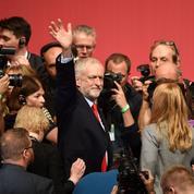 Jeremy Corbyn conforté à la tête du Labour