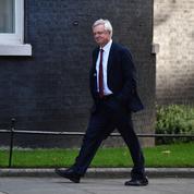 Bras de fer entre Theresa May et ses ministres en charge du Brexit