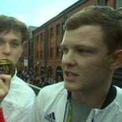 Deux imposteurs s'invitent à la parade de la délégation olympique britannique