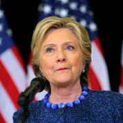 Clinton tente de réagir après la «bombe politique» lancée par le FBI