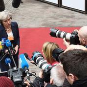 Brexit : la tâche se complique pour Theresa May