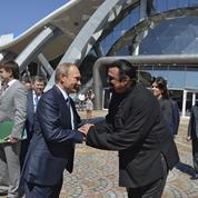 Après Depardieu, Vladimir Poutine accorde la nationalité russe à Steven Seagal