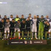 Donald Trump président: la photo symbolique entre les footballeurs mexicains et américains