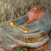 Une momie plurimillénaire découverte intacte près de Louxor