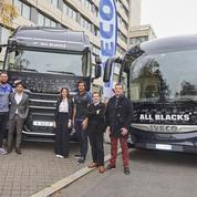 230.000€ pour l'Unicef après la vente aux enchères d'un camion et d'un bus signé par les All Blacks