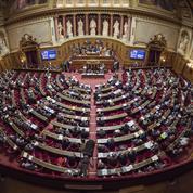 Une minute d'hommage aux victimes de Fidel Castro perturbée au Sénat