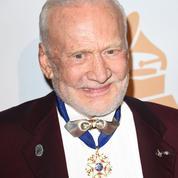 Le médecin de l'ex-astronaute Buzz Aldrin s'appelle David Bowie