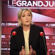 Marine Le Pen contrainte de jouer le Casque bleu