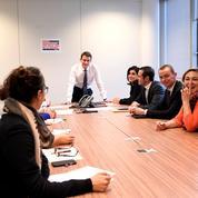 Valls dévoile son QG et présente son équipe de campagne