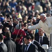 Le Pape fête ses 80ans dans un climat tendu au Vatican