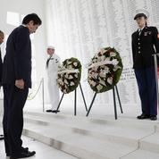 Barack Obama et Shinzo Abe symboliquement unis à Pearl Harbor