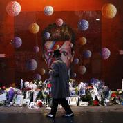 David Bowie : un an après sa mort, ses fans se donnent rendez-vous à Brixton
