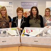 Le gouvernement écossais lance une «baby box» universelle