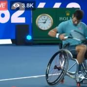 Djokovic, le retour du sourire et du show... en fauteuil roulant