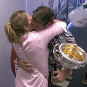 Le baiser et l'émotion de Roger Federer avec sa femme Mirka